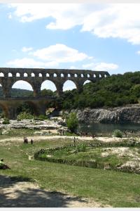 Families picnicking at the Pont du Gard Aqueduct